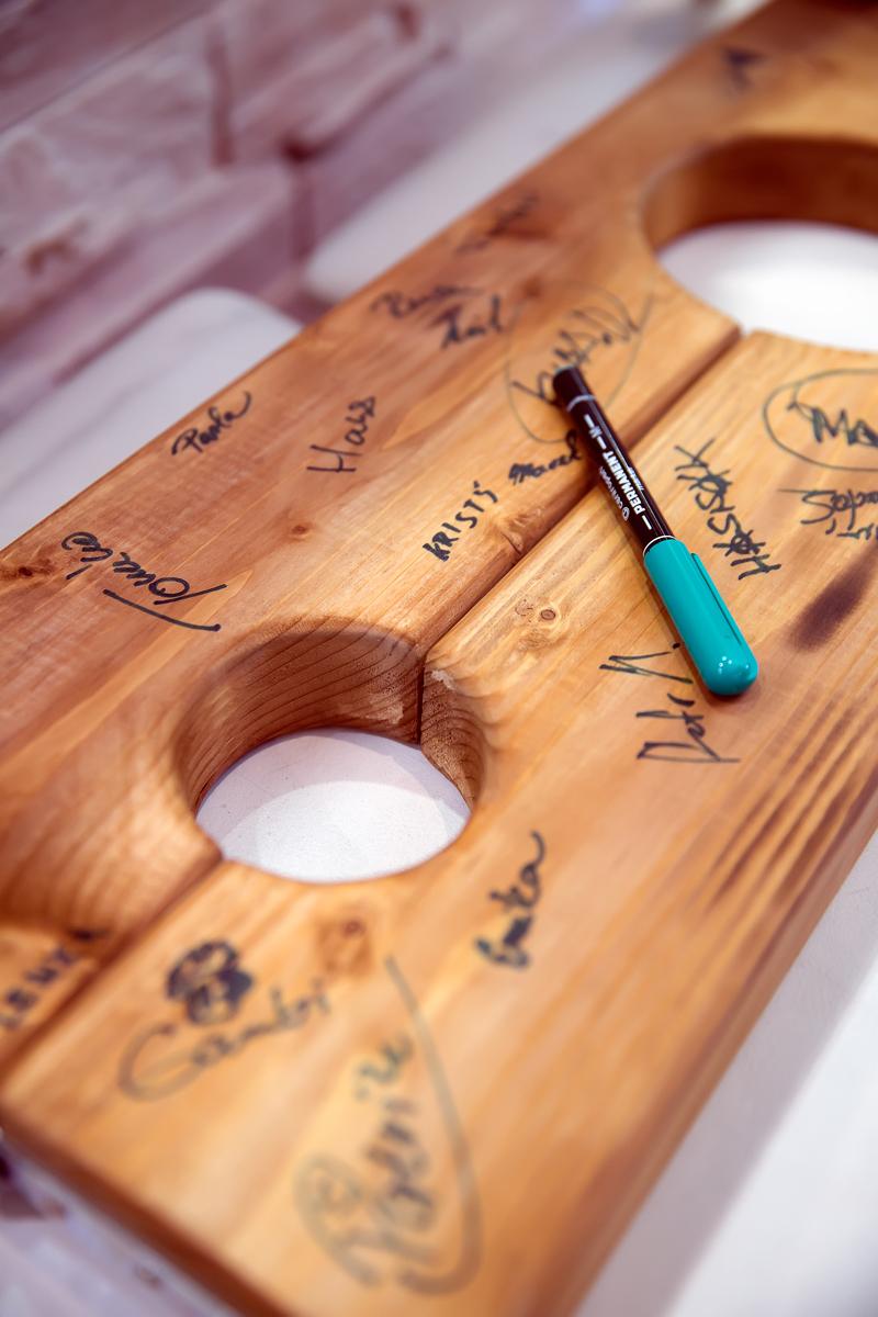 podpisy-svatebcanu-na-pamatku